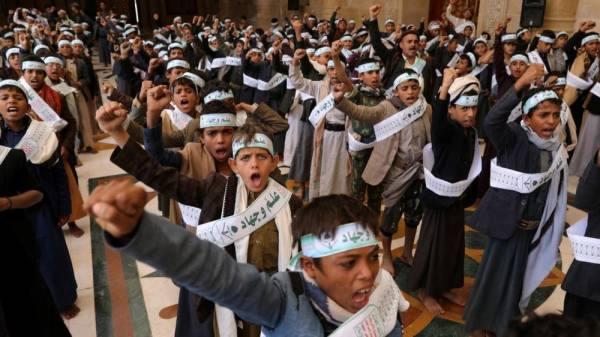 الإرياني: ميليشيات الحوثي تسعى لاستكمال بناء جيش عقائدي مرجعيته طهران