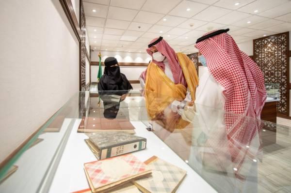 المدينة المنورة : فيصل بن سلمان يدشن معرض الوثائق والمحفوظات