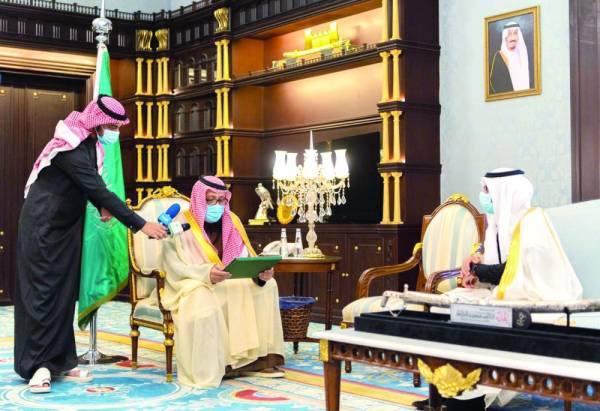 حسام بن سعود خلال إعلانه افتتاح المستشفى