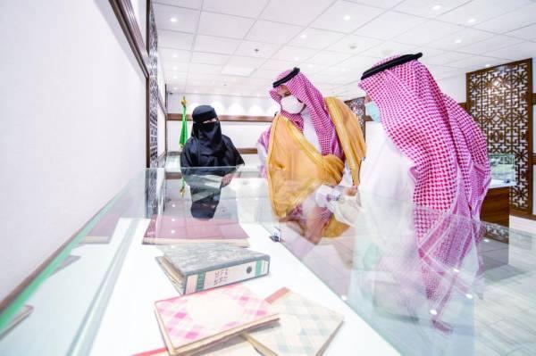 أمير المدينة يوجه بتحويل الوثائق والمحفوظات إلى «إلكترونية»