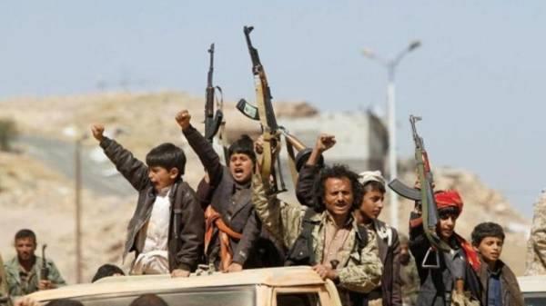 ميليشيا الحوثي تفرض إتاوات إضافية على قطاعي التعليم والصحة لتمويل نشاطها العسكري