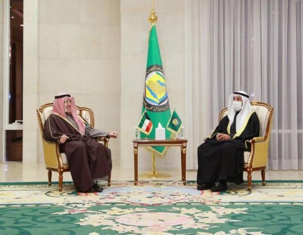 الحجرف يستعرض مع وزير خارجية الكويت مسيرة