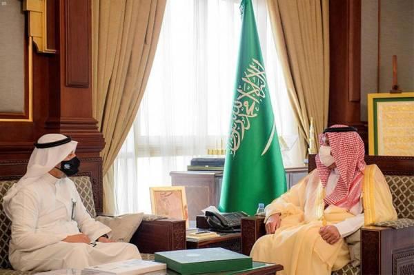 أمير المدينة المنورة يستقبل مدير مركز خدمات الأوقاف بالمنطقة