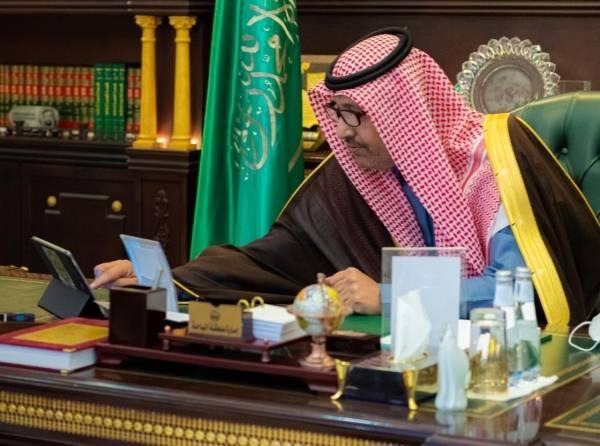 أمير الباحة يدشن معرض الكتاب الأول بالمخواة