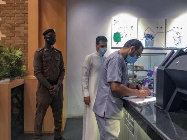 غرامات على 56 منشأة مخالفة للإجراءات الصحية بالمدينة المنورة