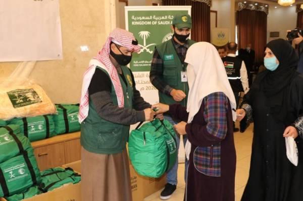 مركز الملك سلمان للإغاثة يطلق مشروع توزيع كسوة الشتاء في الأردن