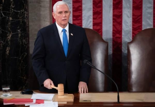 نائب الرئيس الأميركي مايك بنس لن يعارض المصادقة على فوز بايدن