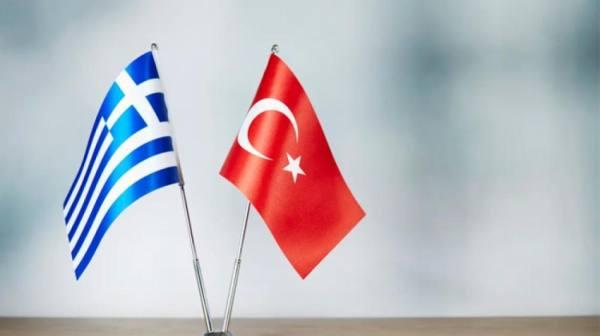 تركيا تناور عسكرياً مقابل اليونان