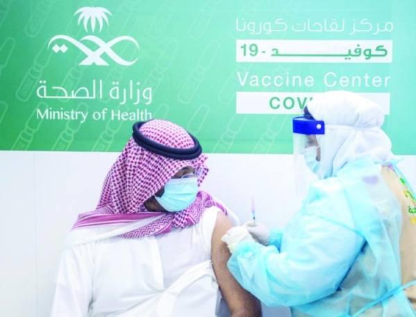 عبدالله بن بندر أثناء التطعيم