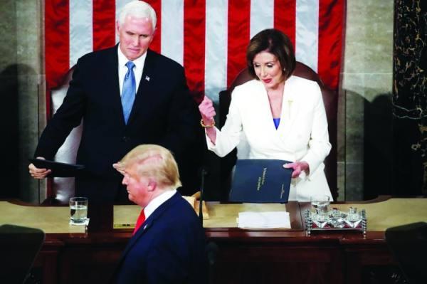بيلوسي لـ«بنس»: أمامك 24 ساعة لعزل ترامب وإلا سنعزله