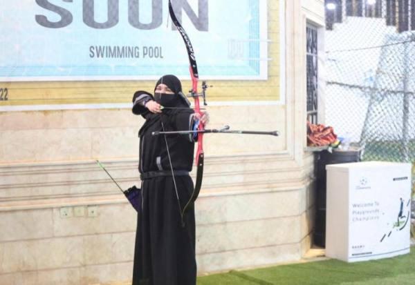 55 رامي ورامية في دورة للرماية بالقوس والسهام بالمدينة