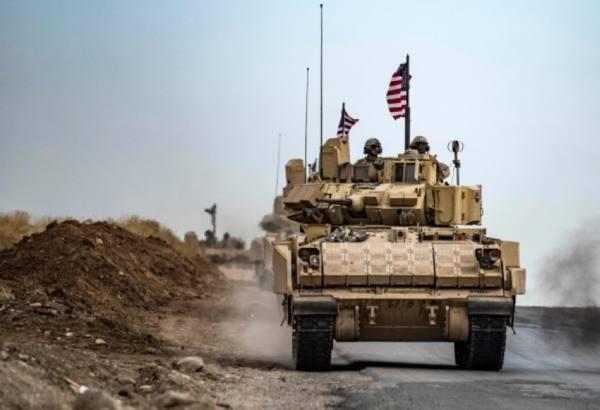 جنود أمريكيون يقومون بدوريات بالقرب من معبر سيمالكا الحدودي شمال شرق سوريا (أ ف ب)