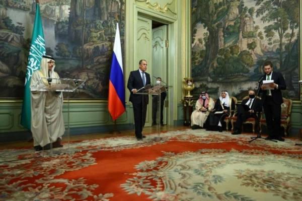 وزير الخارجية يعقد جلسة مباحثات رسمية مع نظيره الروسي
