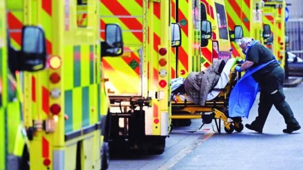بريطانيا.. موجة الوباء الثانية تهاجم الشباب بقسوة