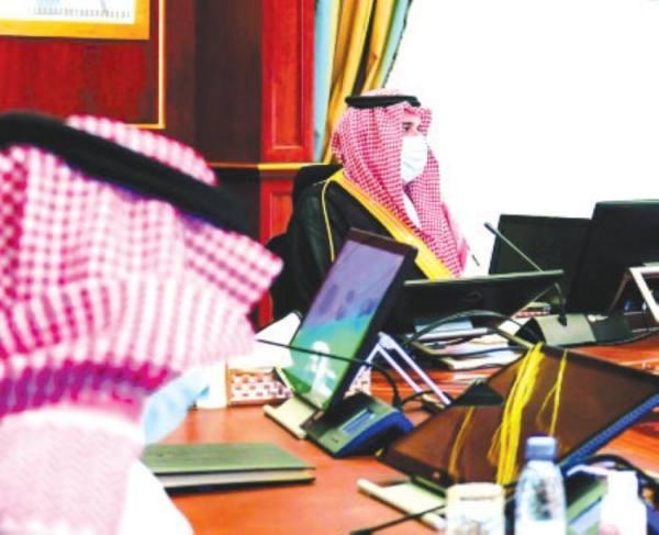 أمير المدينة : تعظيم الاستفادة من المشروعات الصناعية بالمنطقة