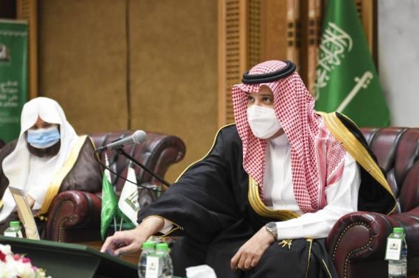 أمير المدينة يدشن معرض المخطوطات النادرة بمكتبة المسجد النبوي