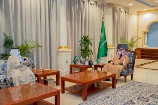 أمير الجوف يستعرض إنجازات المشروعات الصحية بالمنطقة