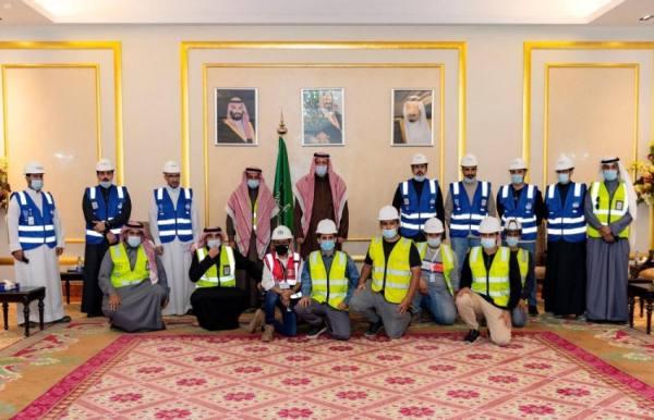 أمير الباحة يتفقد مشروع تطوير مطار الملك سعود بالمنطقة
