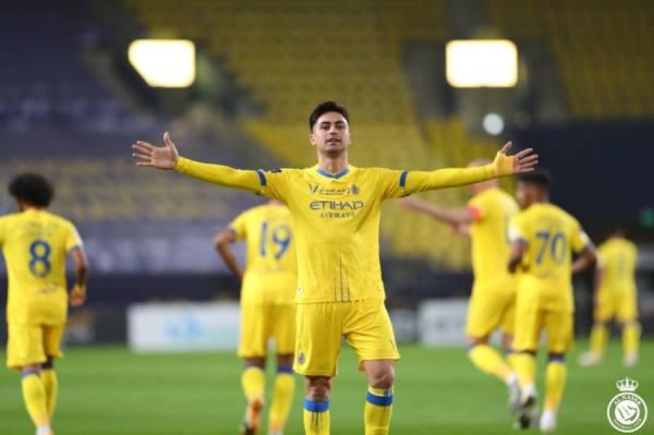 مارتينيز أحرز هدفًا وخرج مصابًا أمام الوحدة