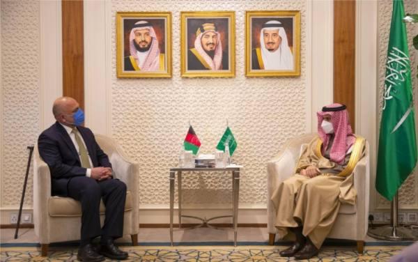 وزير الخارجية يبحث مع نظيره الأفغاني آفاق التعاون المشترك
