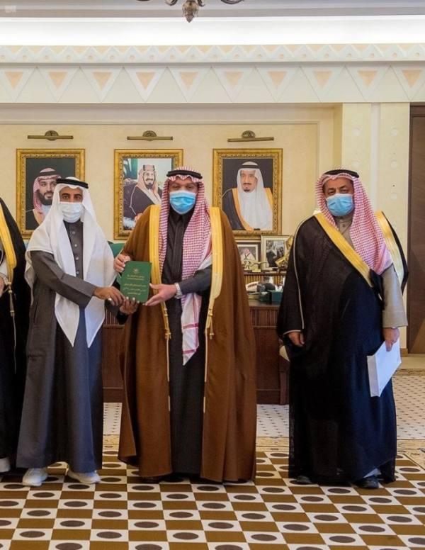 أمير القصيم يستقبل أعضاء جمعية الرحّالة
