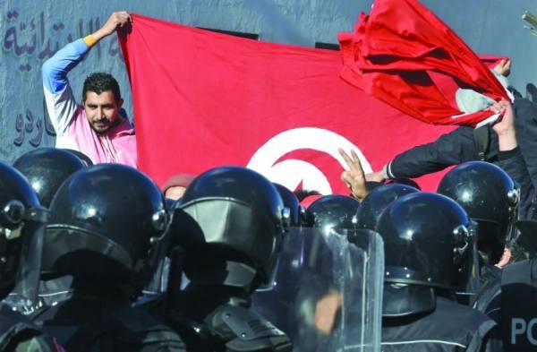تونس: الغضب يتواصل.. والمشيشي: سنقوم بالإصغاء