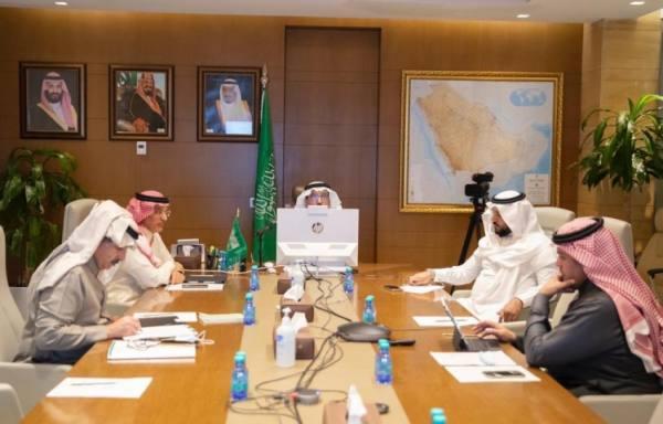 وزير التعليم يلتقي الفريق العلمي لإنتاج لقاح كورونا بجامعة الإمام عبدالرحمن