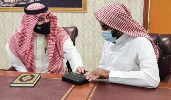 مصحف برايل الإلكتروني في المسجد الحرام
