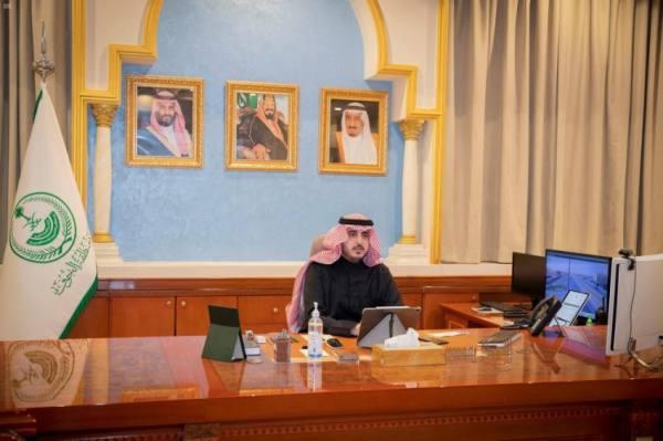 أمير الجوف يرأس اجتماع غرفة العمليات المشتركة ويشدّد على تطبيق إجراءات الوقاية