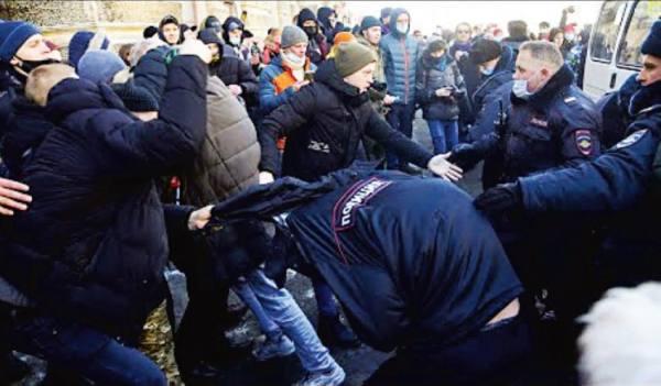 روسيا .. اعتقال 5300 محتج وتجمع كبير لمناصرة نافالني اليوم