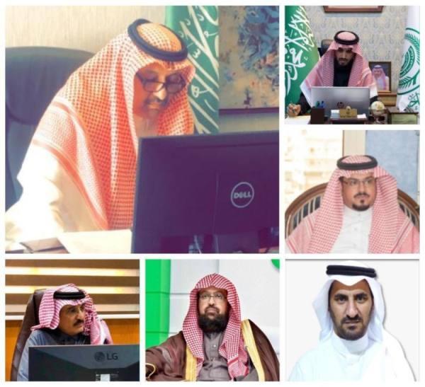 أمير الباحة يبحث آلية توحيد الجهود في جذب الاستثمار للمنطقة