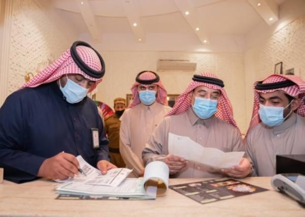 أمين الجوف يقف ميدانيا على الالتزام بالتدابير الوقائية