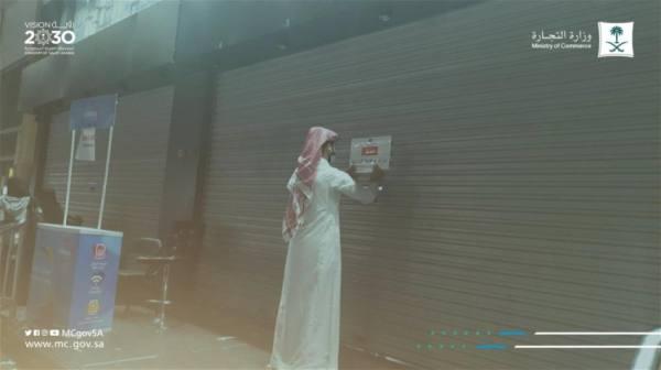 إغلاق سوق مكتظ بالعمالة والمتسوقين في الشرقية