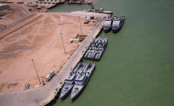 العراق... إخلاء حاويات بموانئ أم قصر