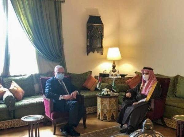 وزير الخارجية يستعرض مع نظيره الفلسطيني جدول اجتماع