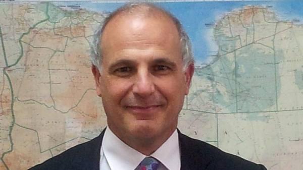 السفير البريطاني لدى اليمن يدين الهجوم الحوثي على مأرب والجوف