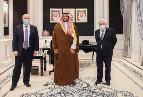 خالد بن سلمان يناقش مع غريفيث مستجدات الأوضاع في اليمن