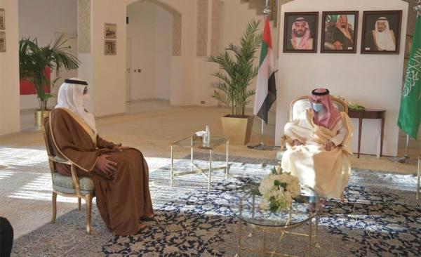 وزير الخارجية يسلم الشيخ شخبوط آل نهيان وشاح الملك عبدالعزيز من الطبقة الثانية