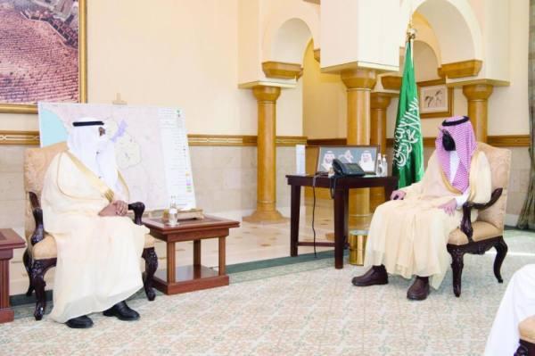 الأمير بدر بن سلطان خلال استقبال مشاط