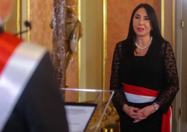وزيرة الخارجية إليزابيث أستيت