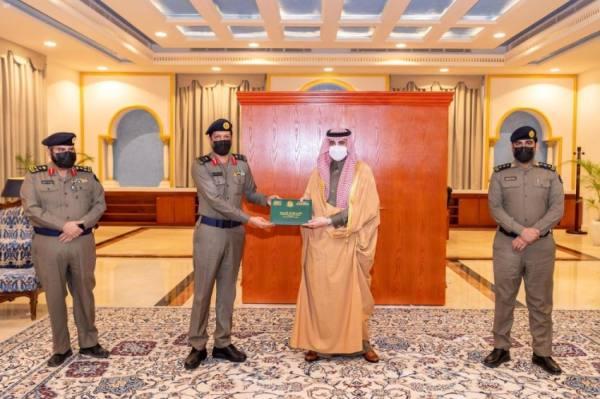 أمير الجوف يستقبل مدير الدفاع المدني بالمنطقة ويتسلم التقرير السنوي