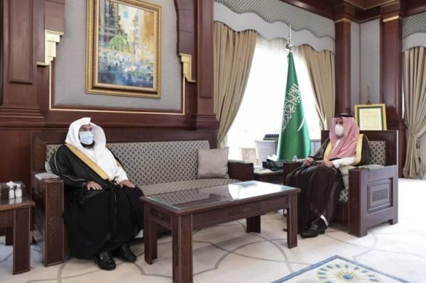 أمير المدينة يطلع على تقرير جهود وكالة شؤون المسجد النبوي