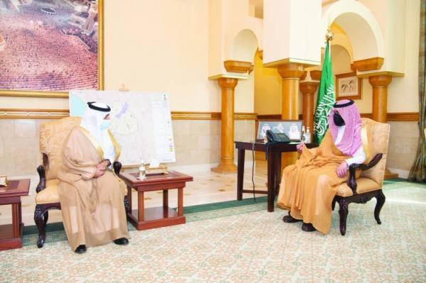 بدر بن سلطان يستقبل رئيس جامعة أم لقرى