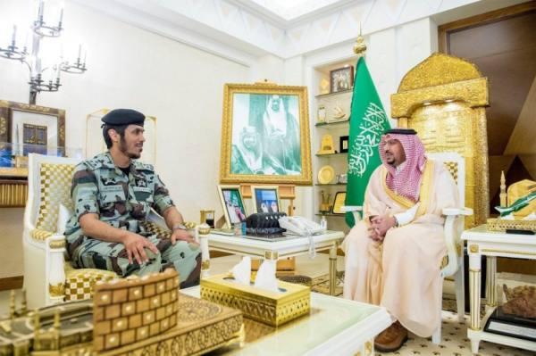 أمير القصيم يواسي قائد قوات الطوارئ بالمنطقة في وفاة ابنه