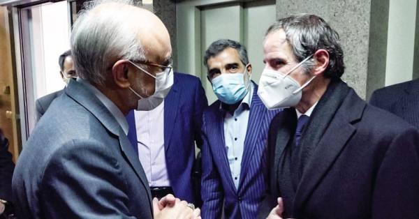 إيران تناور .. وظريف يهاجم بايدن
