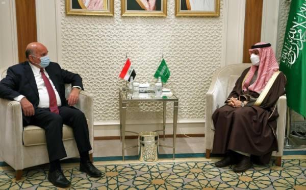 وزير الخارجية يستعرض التطورات الإقليمية والدولية مع نظيره العراقي