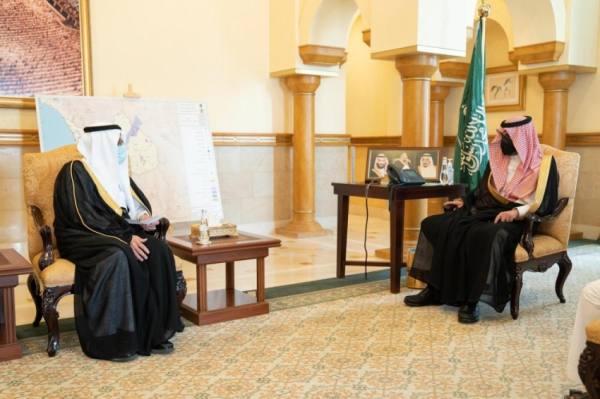 نائب أمير مكة يطلع على خطط جامعة الطائف