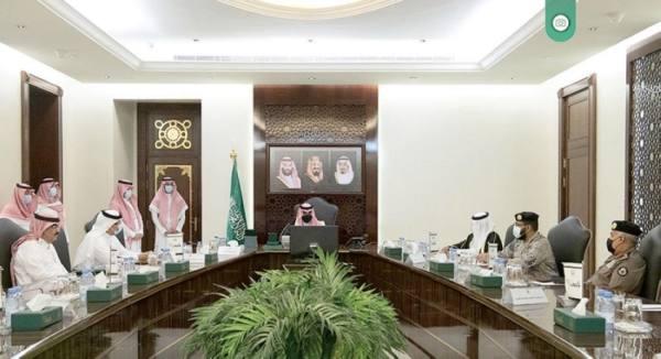 نائب أمير مكة يترأس اجتماع القيادات الأمنية