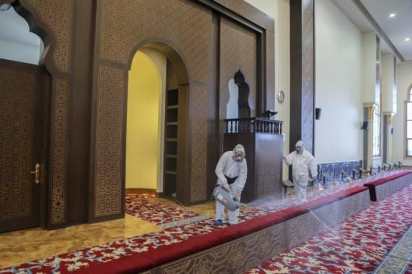 الإسلامية تغلق 6 مساجد مؤقتاً بـ 4 مناطق بعد ثبوت 6 حالات كورونا بين صفوف المصلين