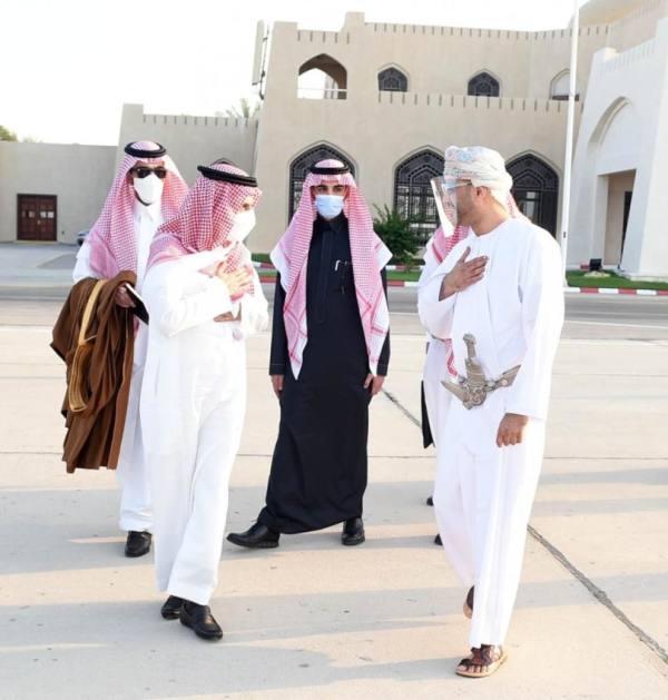 وزير الخارجية يغادر سلطنة عُمان